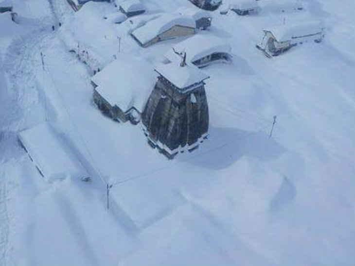 मौसम / केदारनाथ में एक फीट बर्फ बिछी