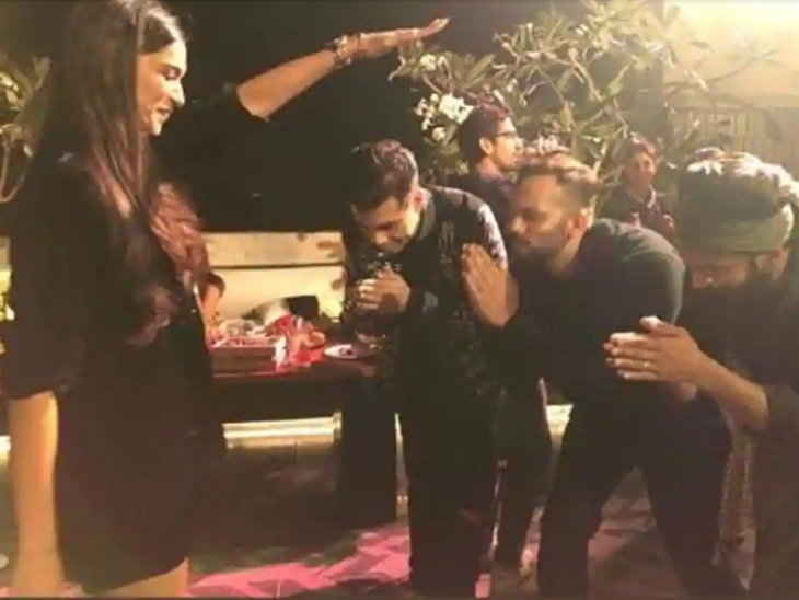 सिम्बा: सक्सेस पार्टी के दौरान दीपिका ने दिया अपने पति रणवीर को आशीर्वाद