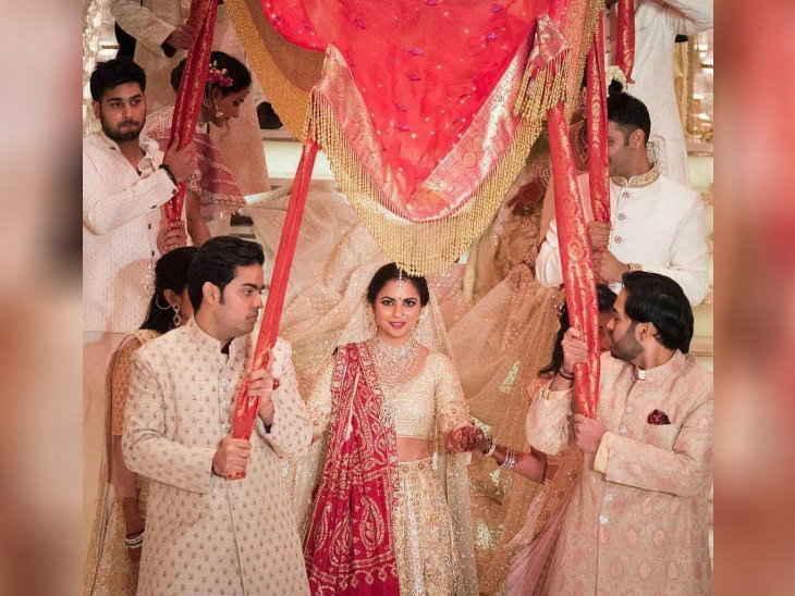 ईशा की शादी / बच्चन परिवार समेत कई सेलेब्स पहुंचे